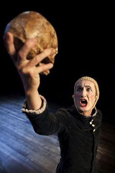Hamlet en 30 minutes avec la Compagnie Bruitquicourt