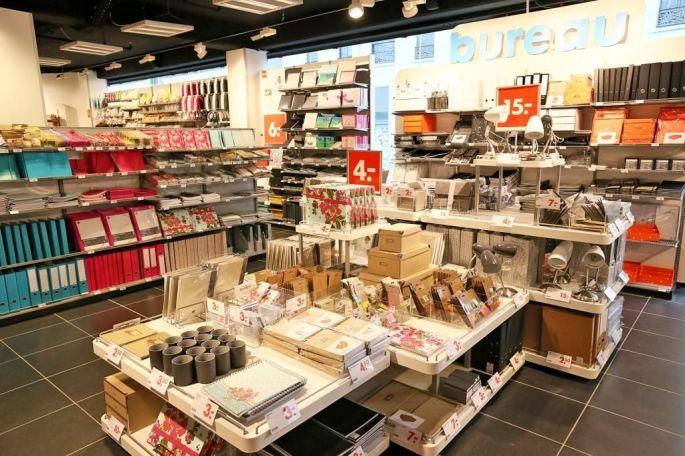 Le magasin HEMA est rangé selon différents univers, comme les pièces d\'une maison
