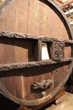 Le tonneau Sainte-Catherine, fabriqué en 1715, est le plus vieux du monde en activité. Il est même inscrit au Guiness Book des records.