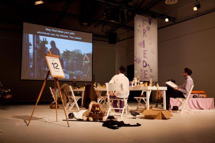 Ibsen: Gespenster est un mélange de théâtre documentaire et performance
