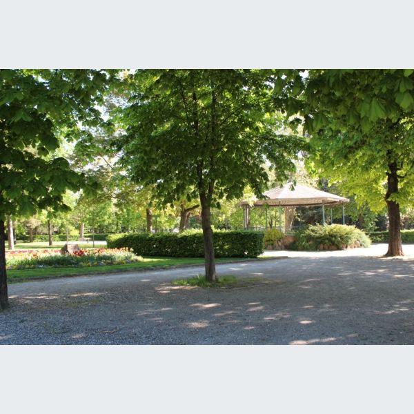 jardin de ville ribeauvill parc square et jardin. Black Bedroom Furniture Sets. Home Design Ideas