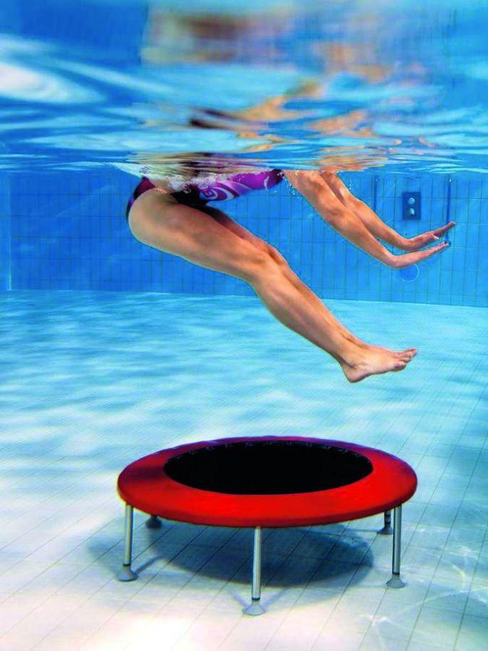 Je rebondis au ralenti avec l'Aquatrampo