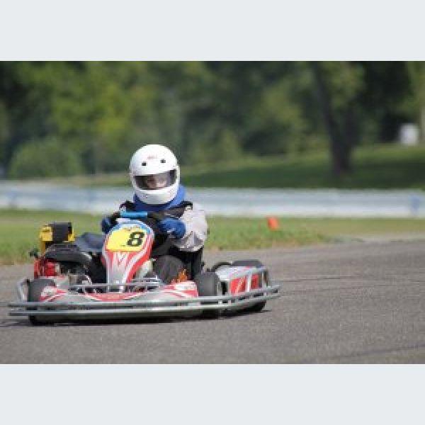 pour pratiquer le karting sur un circuit