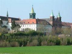 L\'abbaye d\'Oelenberg dresse toujours fièrement ses clochers dans le sud de l\'Alsace