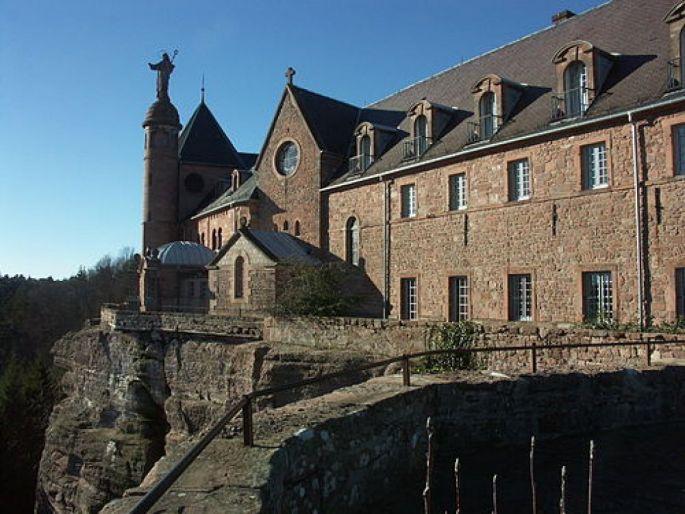 L\'abbaye du Mont Sainte Odile est aujourd\'hui un des principaux sites visités d\'Alsace