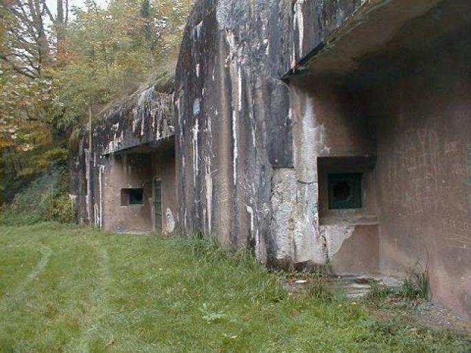 L\'abri du Heindenbuckel est un des plus grands abris de surface de la Ligne Maginot