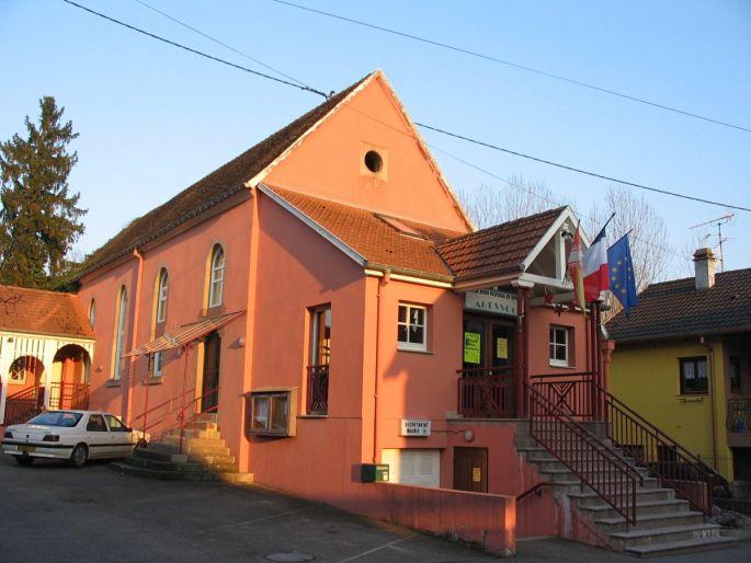 L\'ancienne synagogue d\'Odratzheim est aujourd\'hui reconvertie en centre socio culturel