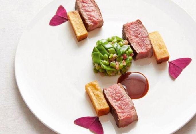 Une assiette sortie des cuisines du Cheval Blanc
