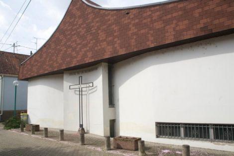 L\'église protestante de Hoenheim vue depuis la rue des Voyageurs