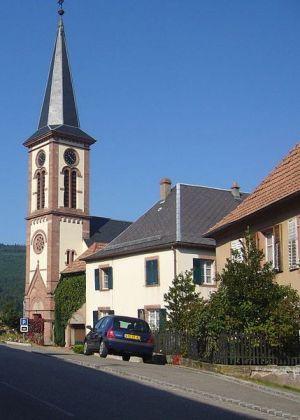 L\'église Sainte Catherine de Thannenkirch possède de nombreux bas reliefs sculptés dans le bois