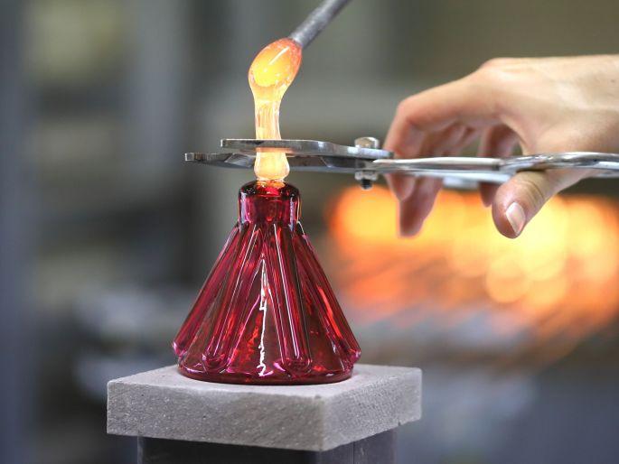 La fabrication à l\'atelier du CIAV de la boule de Noël