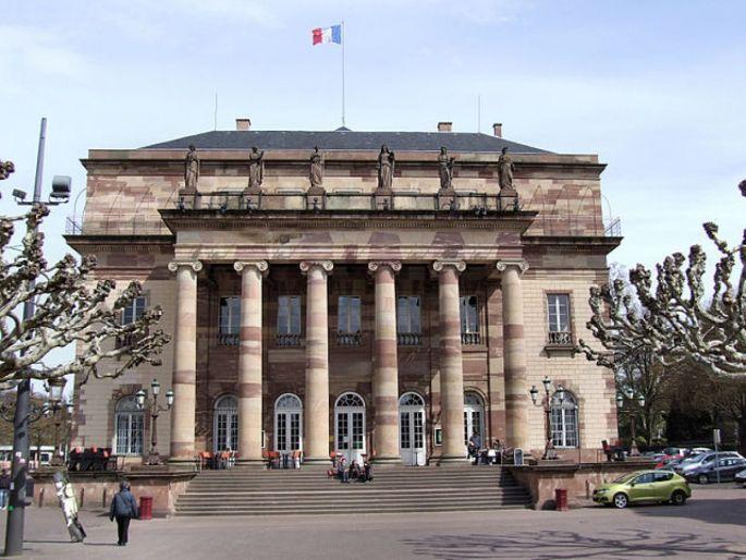 L\'imposante façade de l\'Opéra de Strasbourg est surmonté de six sculptures de Landolin Ohrmacht