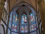 L\'intérieur de l\'église Saint Martin d\'Ensisheim se pare de vitraux colorés et lumineux
