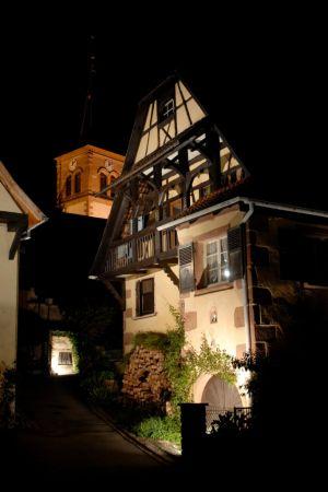 L\'une des maisons de la commune d\'Albé, en habits de lumière