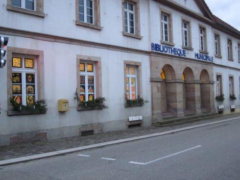 La bibliothèque municipale de Betschdorf se situe dans la rue principale de la commune