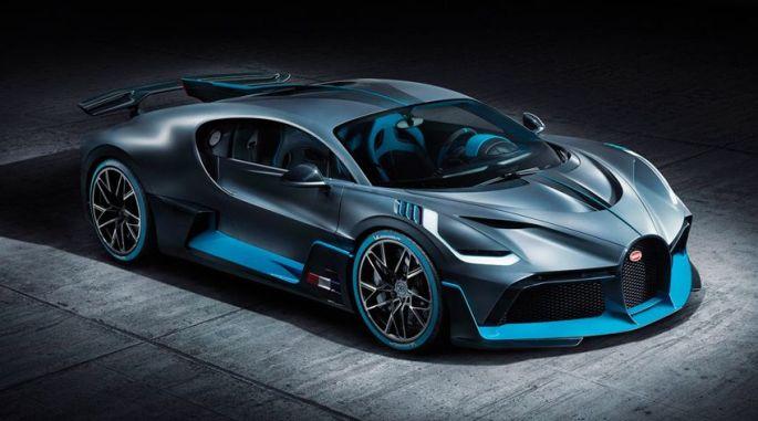 La superbe Bugatti Divo: on a demandé au chef d\'en avoir une avec des logos JDS pour les déplacements...