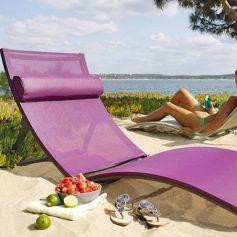 Miracle, cette chaise longue fait aussi lit pliant ! Toile en polyester. Prix : 169€ chez Jardiland.