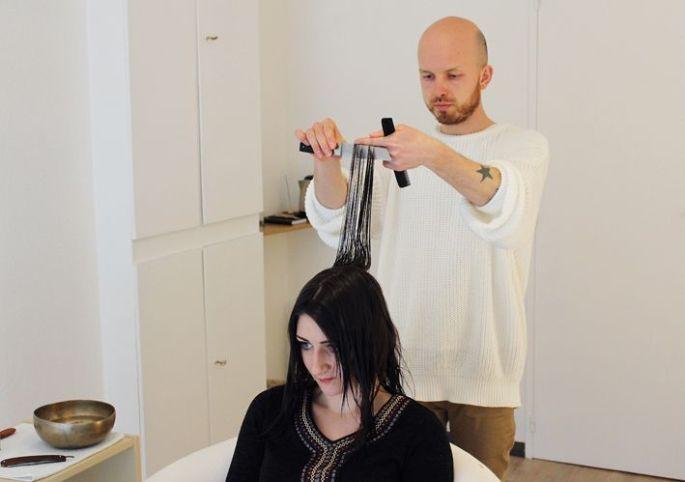Julien Winninger a délaissé la coiffure classique pour ne plus se consacrer qu'à la coupe énergétique