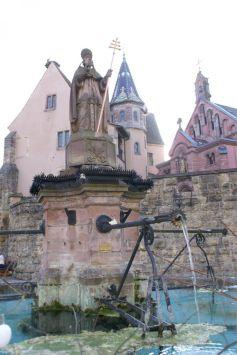 La fameuse Place du Château d\'Eguisheim, sur la Route des Vins d\'Alsace