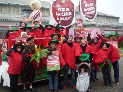 La grande cavalcade du Carnaval de Pfastatt avec ses chars et ses groupes déguisés