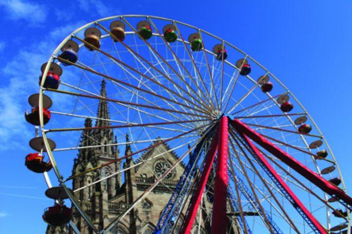La grande roue installée au centre de Mulhouse pour le marché de Noël