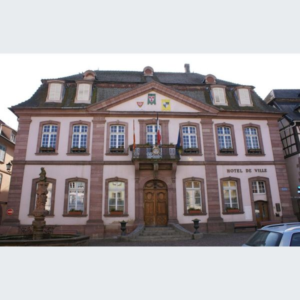 Mairie de ribeauvill alsace haut rhin maire ville for Piscine de ribeauville
