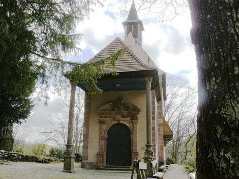 La petite chapelle de Lorette est restée intacte, à quelques mètres de l\'abbaye de Murbach
