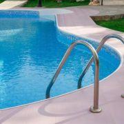 La piscine enterrée : monocoque, en kit ou en béton