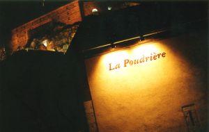 https://www.jds.fr/medias/image/la-poudriere-la-nuit-8230