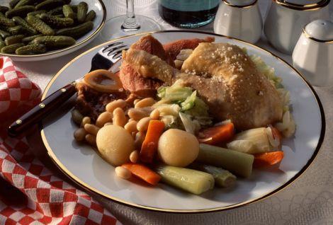 potee de chou vert a la saucisse et a la fondue d oignons