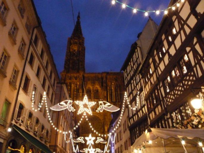 La rue Mercière se pare de ses plus beaux habits de lumière lors du Marché de Noël à Strasbourg