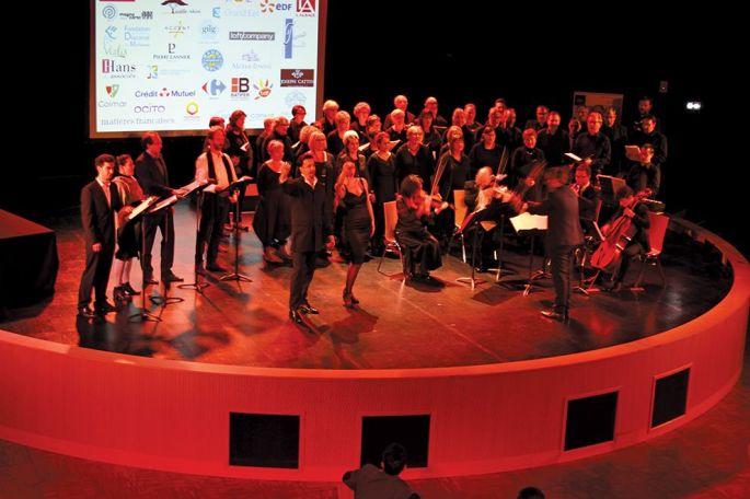 Les solistes et le chœur de 80 personnes ont été recrutés sur audition
