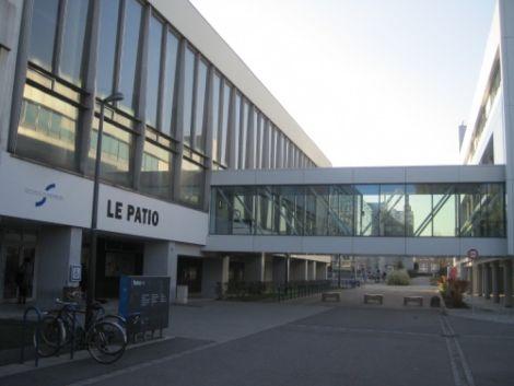 Le bâtiment principal du campus de l\'Université de Strasbourg : le Patio