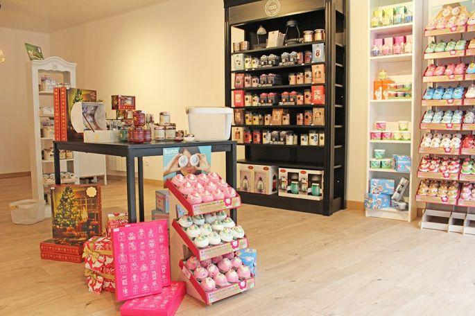 Le Boudoir créatif vend bougies,produits cosmétiques et petits cadeaux