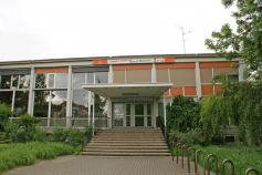 Le centre culturel Marcel Marceau se trouve juste à côté du lycée Jean Monnet