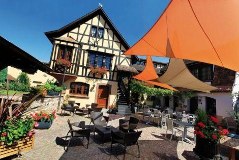 La jolie bâtisse alsacienne qui abrite le restaurant étoilé Le Cerf