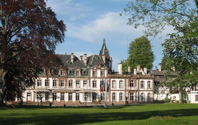 Le château de Pourtalès est confortablement installé dans un parc de 24 hectares