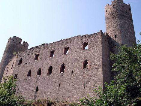 Le château du Haut-Andlau possède une forme remarquable avec ses deux donjons