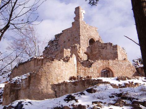 Le château du Kagenfels sous la neige, restauré par les soins de l\'association