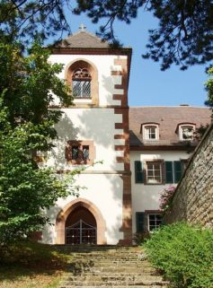 Le château du Liebfrauenberg accueille les touristes et les amateurs de nature au sein de son hôtel au coeur de la forêt des Vosges du Nord
