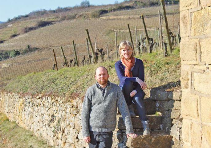 Véronique et Thomas Muré en plein coeur du Clos Saint-Landelin, leur sanctuaire