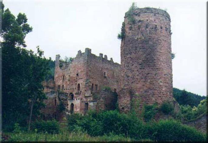 Le donjon du château du Lutzenbourg en cache un second, plus ancien