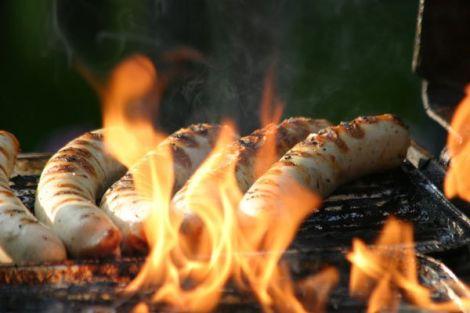 Merguez, saucisses blanches et chipolatas s\'invitent sur nos barbecues cet été