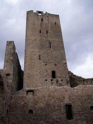 Le grand donjon de 32 mètres a résisté aux invasions de la Guerre de Trente Ans