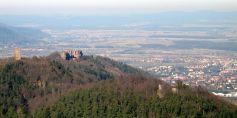 Le Haut-Barr, entouré des Petit et Grand Geroldseck, surplombe fièrement la plaine d\'Alsace