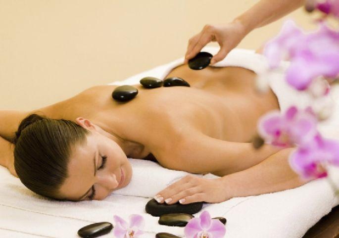 Le massage aux pierres chaudes, un plaisir irremplaçable (surtout pendant l'hiver!)