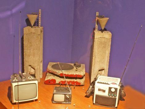 La chaîne hi-fi tout en béton signée du designer Ron Arad: quand l'art contemporain rejoint la technologie