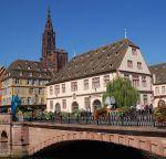 Le Musée Historique de Strasbourg se trouve devant le celèbre pont du Corbeau