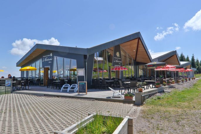 Le restaurant Le Panoramic domine la station du Schnepf\'