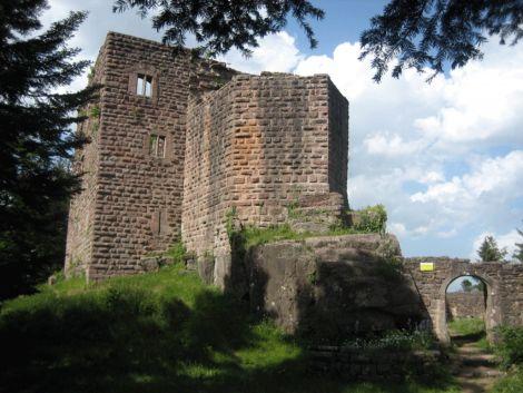 Le petit château du Birkenfels était utilisé pour surveiller la route romaine du Mt Ste Odile au Champ du Feu